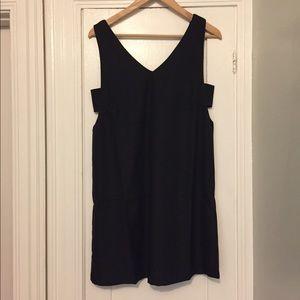 Dee elly LBD cut out black dress v neck lined